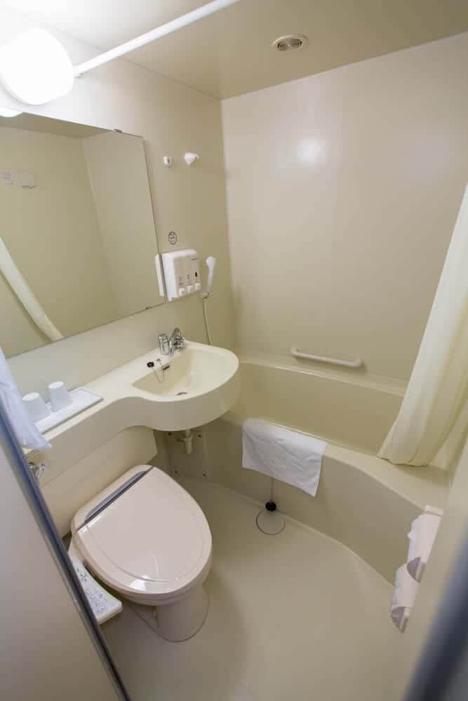 Japan on a Budget - Cheap Places to Stay - Business Hotel Bathroom