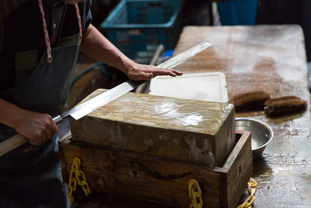 Tsukiji Fish Market - Sharpening Japanese Knife