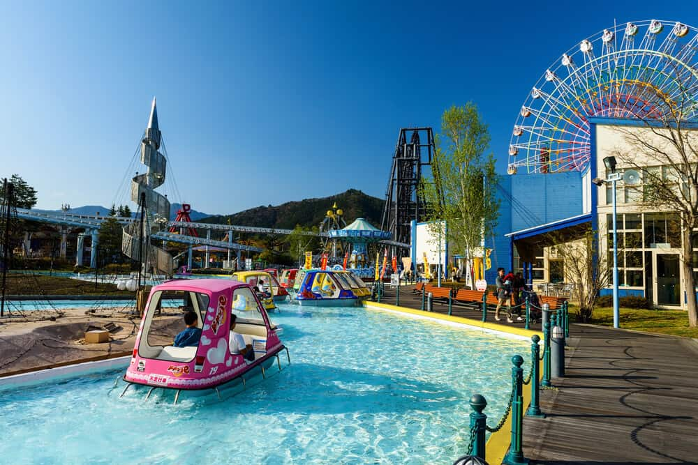 Fuji-Q Highland - Pool and Ferris Wheel