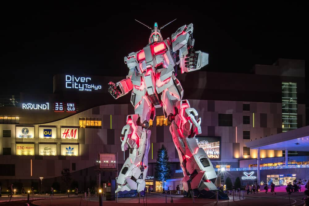 This image has an empty alt attribute; its file name is Odaiba-New-Gundam-Statue.jpg