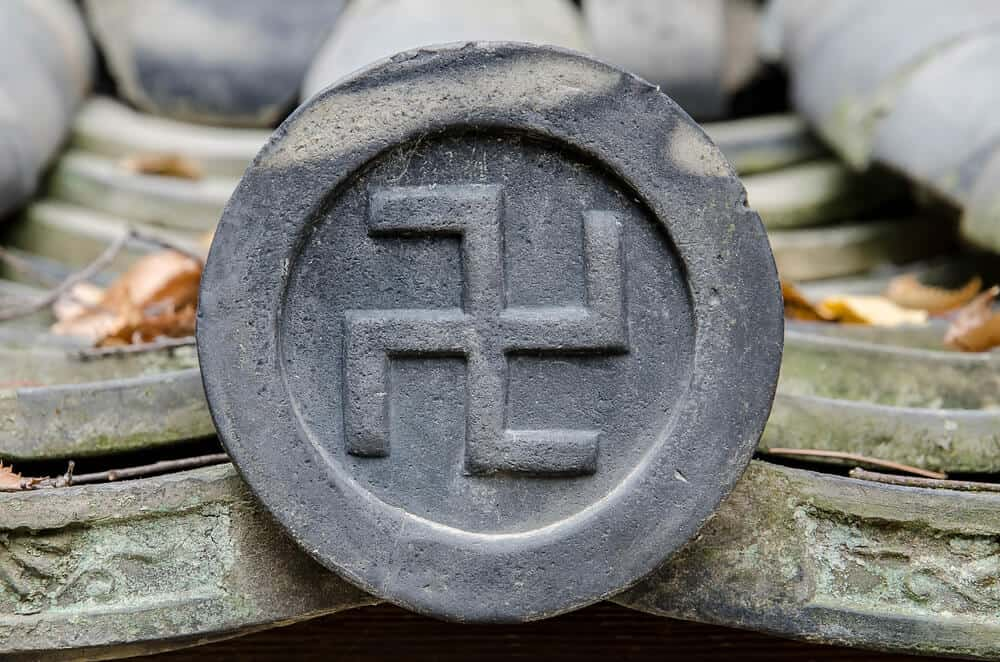 Cultural Mistakes in Japan - Japan Shrine Symbol Not Swastica